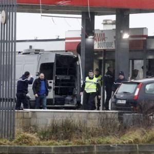 Dois suspeitos de ataque em Paris foram localizados, diz mídia francesa