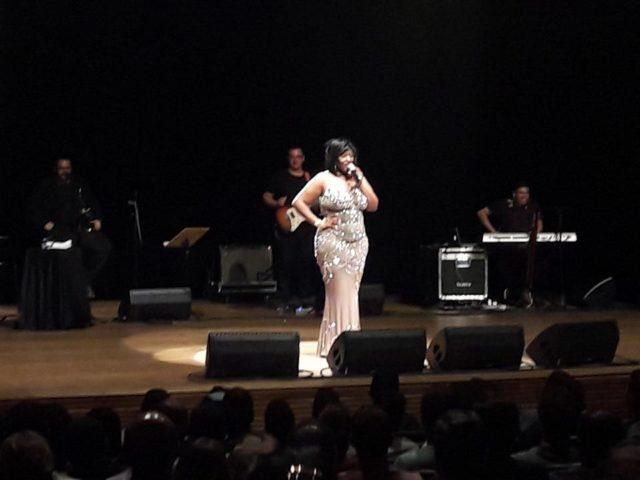 Vanessa Jackson emociona público com show 'Uma Saudação a Whitney Houston'